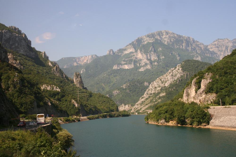 http://share.bahnforum.info/transfer/4b34bb10c170dda14241baa237c7d58d12b33f68/Balkan/s3073.JPG