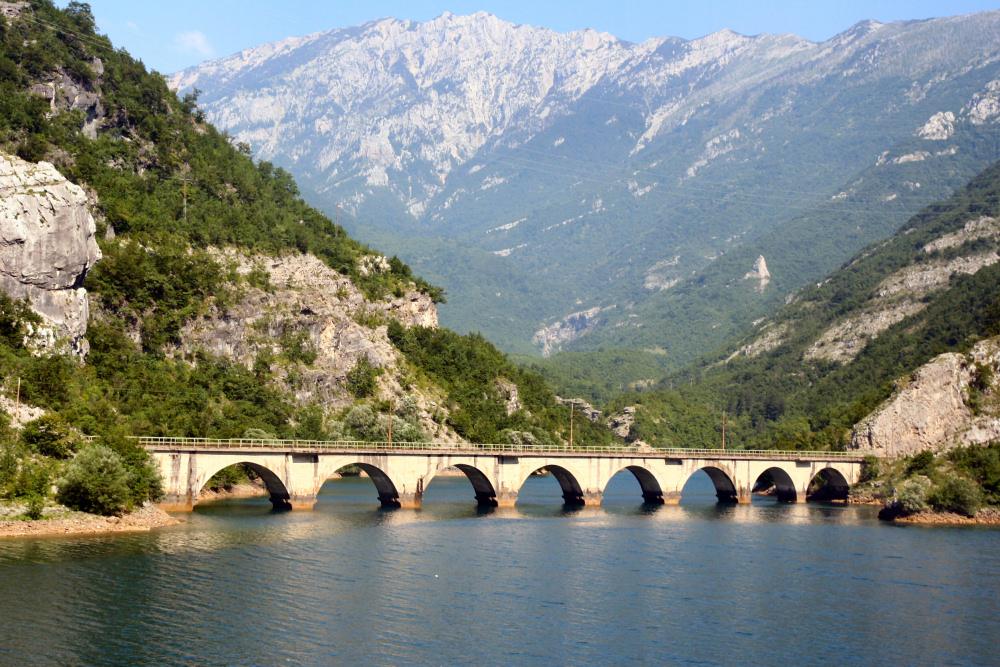 http://share.bahnforum.info/transfer/4b34bb10c170dda14241baa237c7d58d12b33f68/Balkan/s3074.JPG