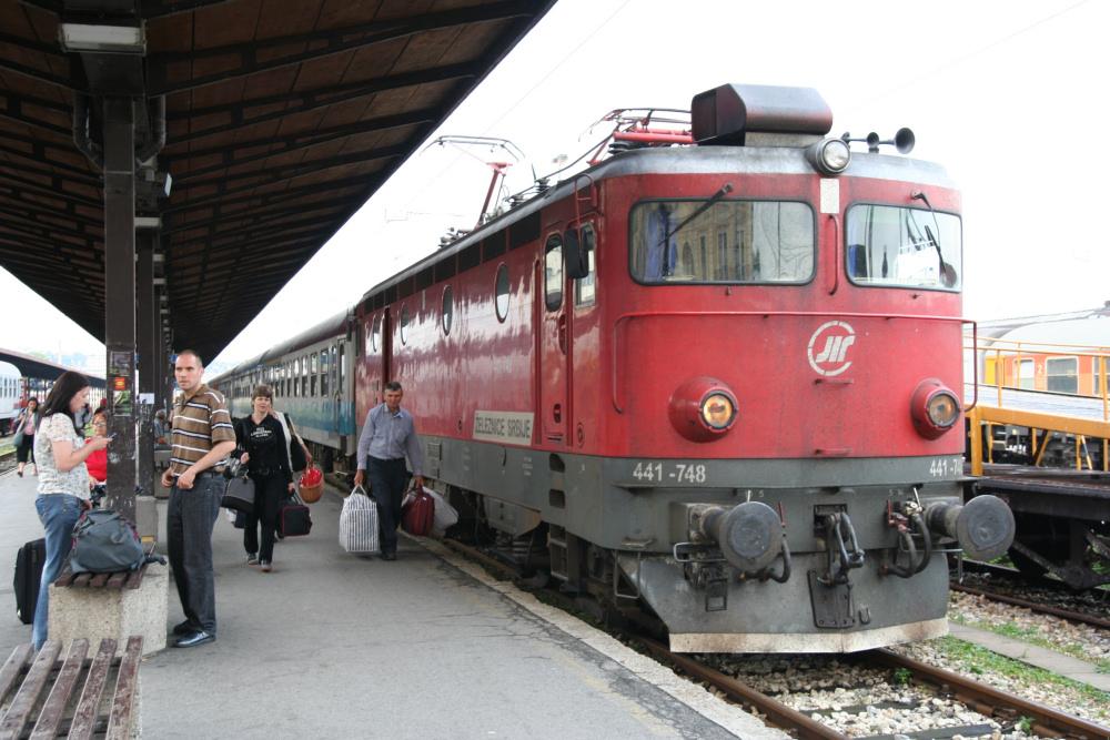 http://share.bahnforum.info/transfer/4b34bb10c170dda14241baa237c7d58d12b33f68/Balkan/s4124.JPG