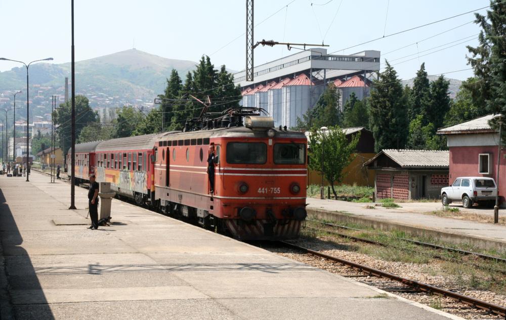 http://share.bahnforum.info/transfer/4b34bb10c170dda14241baa237c7d58d12b33f68/Balkan/s6015.JPG